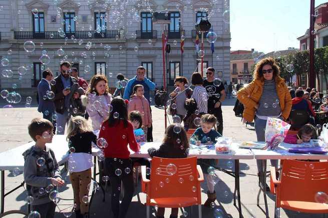 """AFANION reivindica en Alcázar servicios universales para los niños y niñas con cáncer bajo el lema """"No más barreras"""""""
